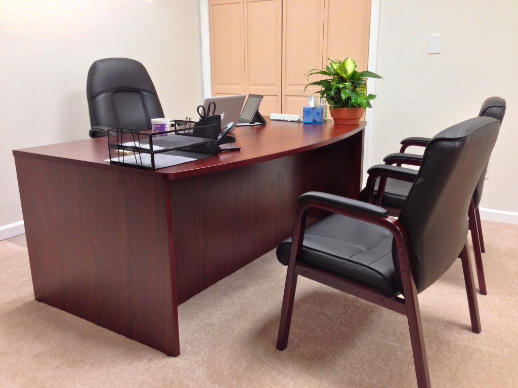 Fully furnished - desk/chairs